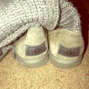 Size 9 grey knit uggs!
